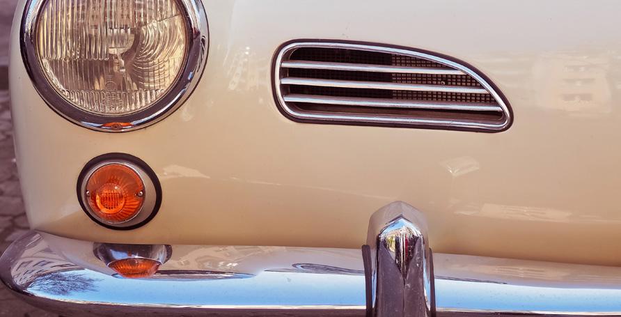 Smalto lucido a base nitro per il ritocco auto, moto e bici.