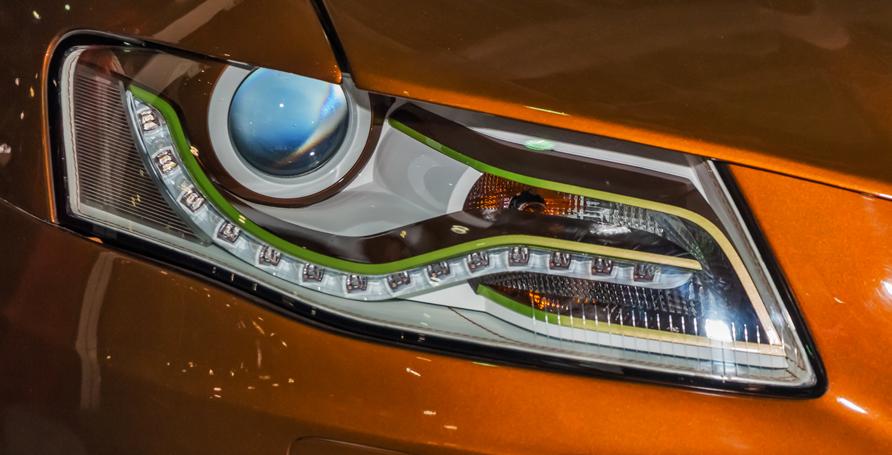 Vernice trasparente per la decorazione e protezione di fari di auto, moto, camion